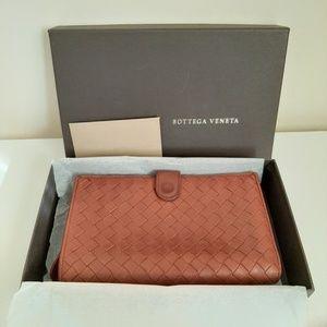 Bottega Veneta Intreccio leather continental walle